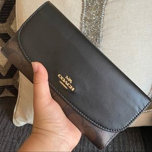 😱😍 gorgeous spacious coach trifold wallet